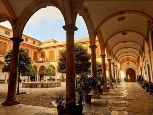 Patio y galería de la Abadía del Sacromonte